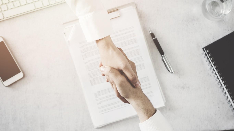 Como fazer um contrato com influenciadores digitais?